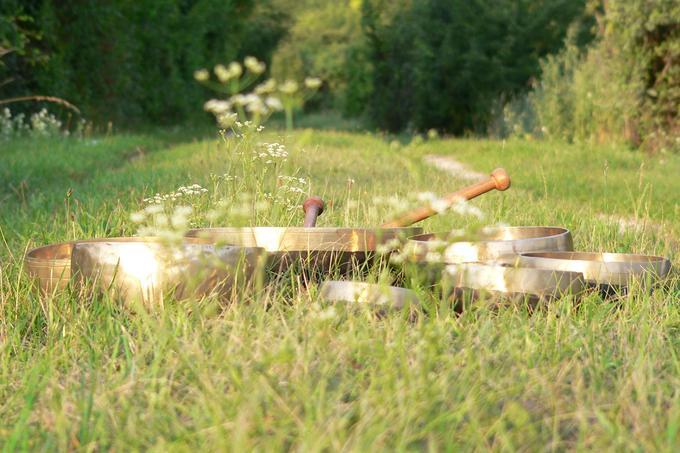 Массаж поющими чашами москва